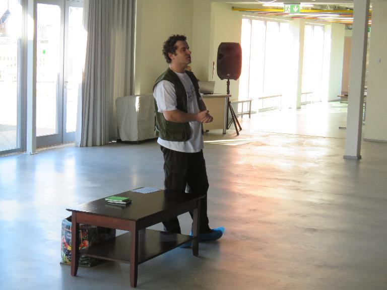 folder Lastekirjanik Tarmo Tuule külaskäik kooli